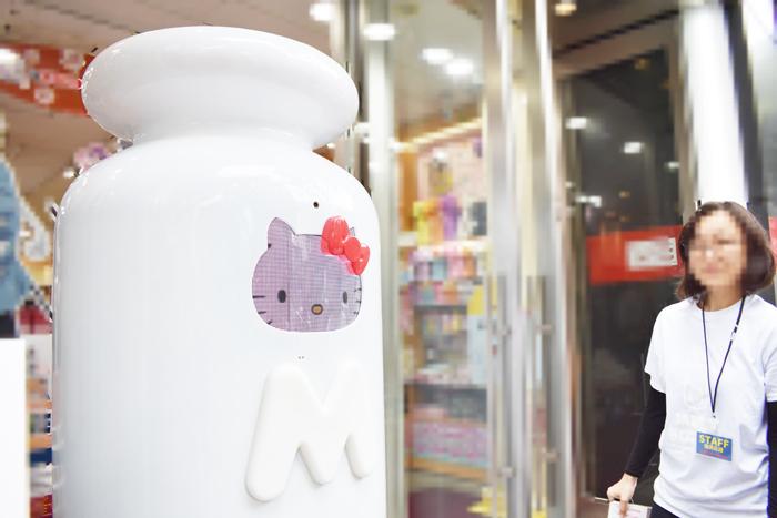 タッチで素敵な出会いを♡HELLO KITTY ACTION「MEET BOTTLE」