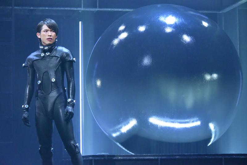 舞台『GANTZ:L』スタート!百名ヒロキ、スパガ浅川梨奈らがガンツスーツで奮闘!