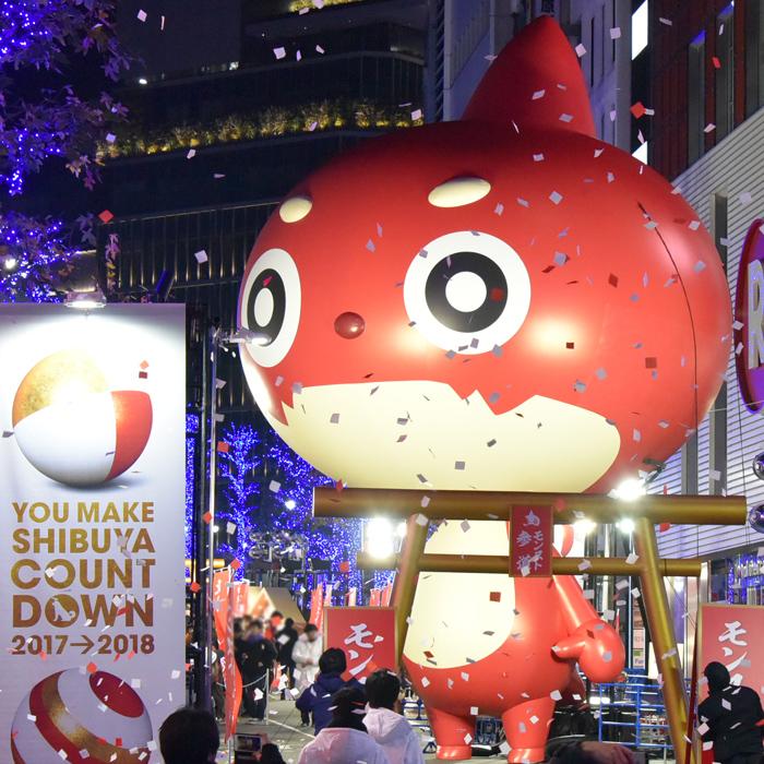 大みそかの渋谷に巨大オラゴン登場!『モンスト』ファンで賑わう