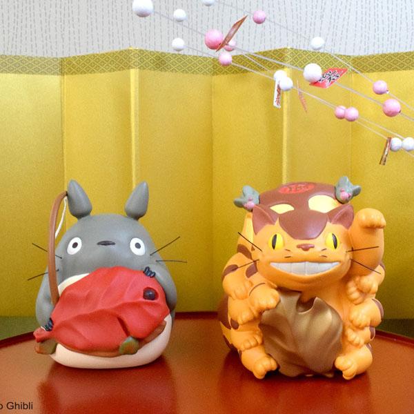 お正月にぴったりなトトロとネコバスの「めでたいお飾り」発売!