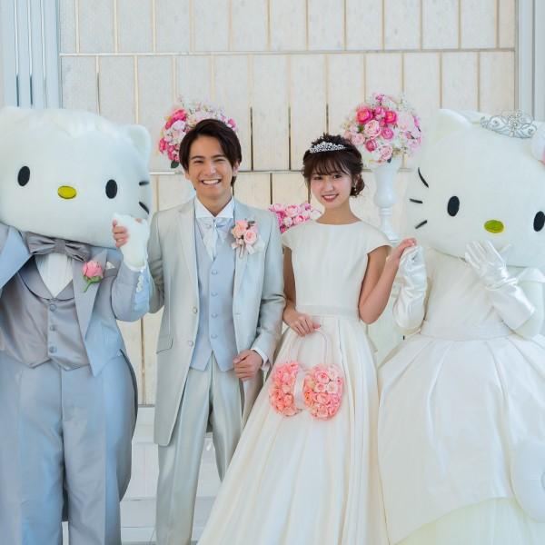 キティ&ダニエルと一緒の結婚式が叶う!おそろいドレスでお祝いしてくれるよ♪