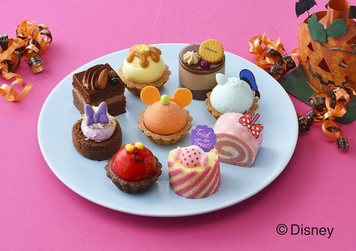 ミッキー&フレンズがキュートなケーキに仮装して登場!