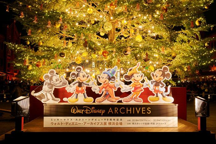 ミッキーマウスのオーナメントが飾られたツリーや横浜会場限定グッズも登場