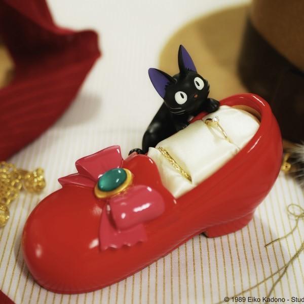 「魔女の宅急便」キキが憧れた赤い靴みたいなリングスタンドが登場♪